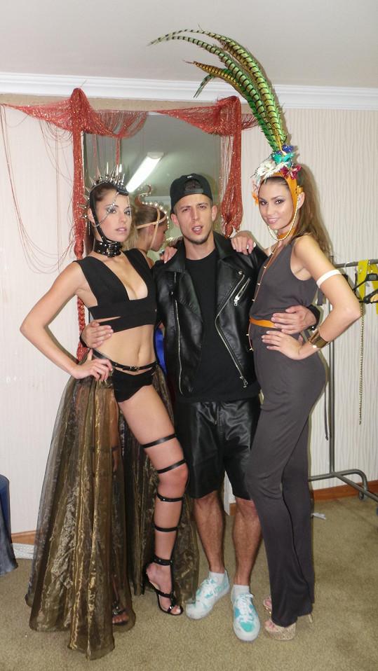 České modelky Budková a Smatanová s Filipem Jankovičem, který měl na starosti produkci.