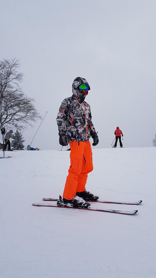 Petr stál na lyžích po letech.