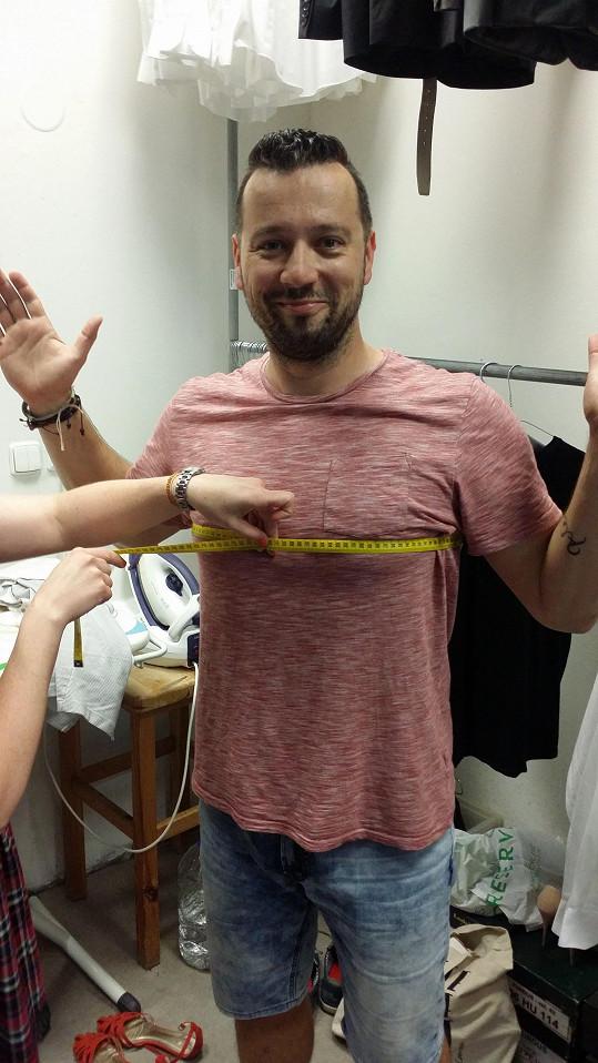 Michal Kavalčík na Primě prošel v kostymérně měřením.
