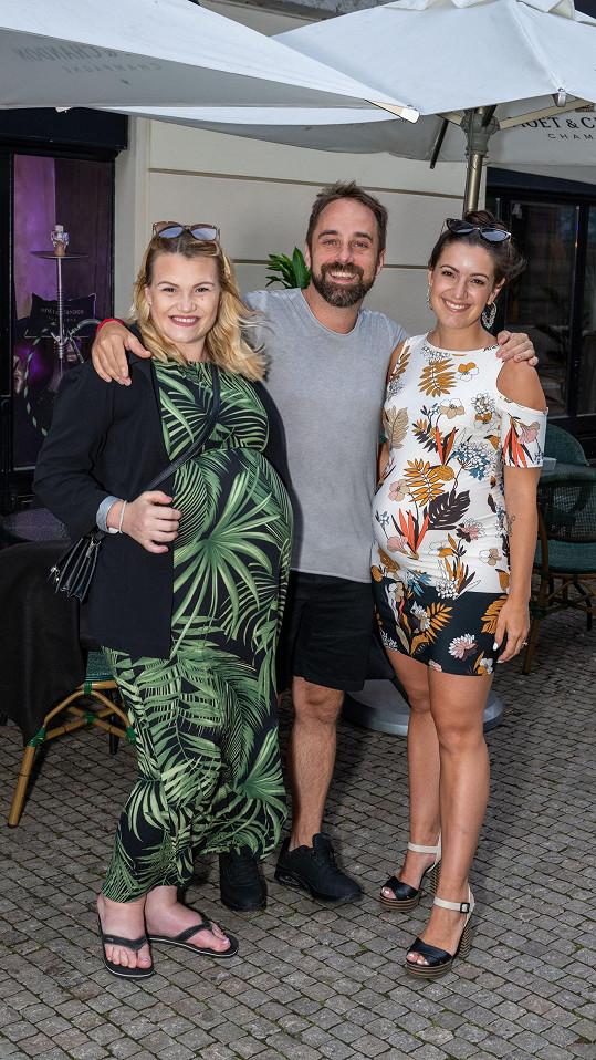 Potkala se s kolegy Petrem Kutheilem a Genny Ciatti, která také čeká miminko.