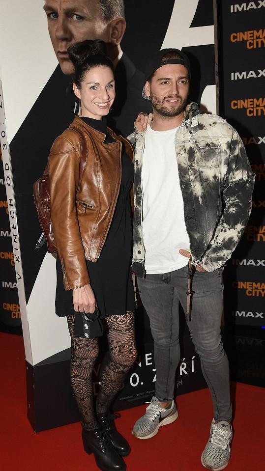 Divokou módní stylistickou jízdu předvedli muzikáloví zpěváci Věrka Vodičková a Jan Kopečný, kteří v soukromí tvoří pár.