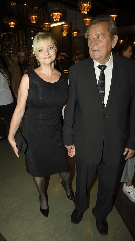 Na premiéře nemohli chybět oba rodiče.