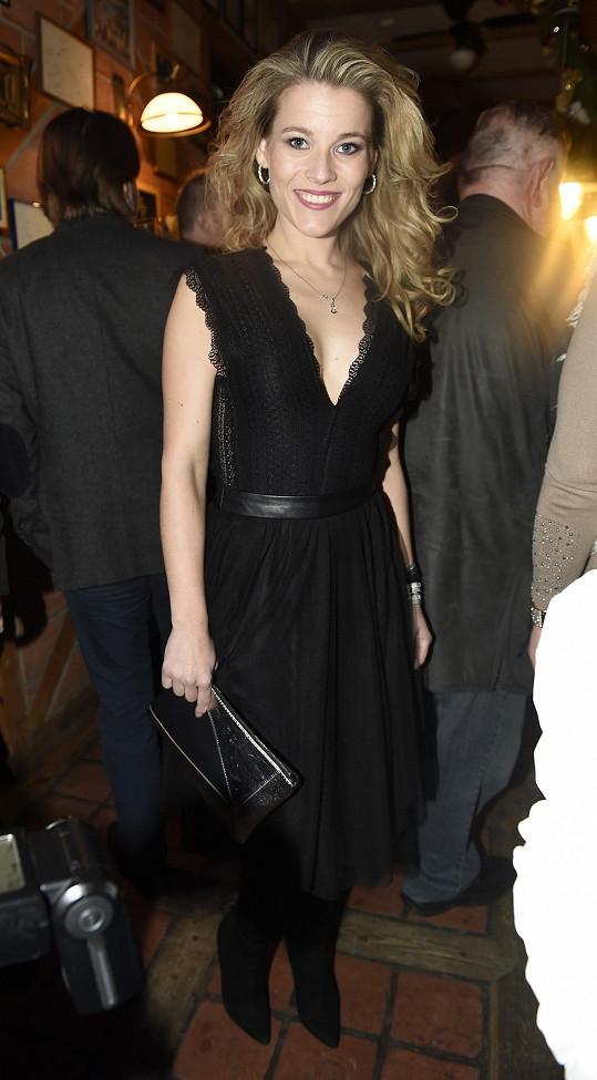 Michaela Gemrotová si na párty oblékla sexy šaty.