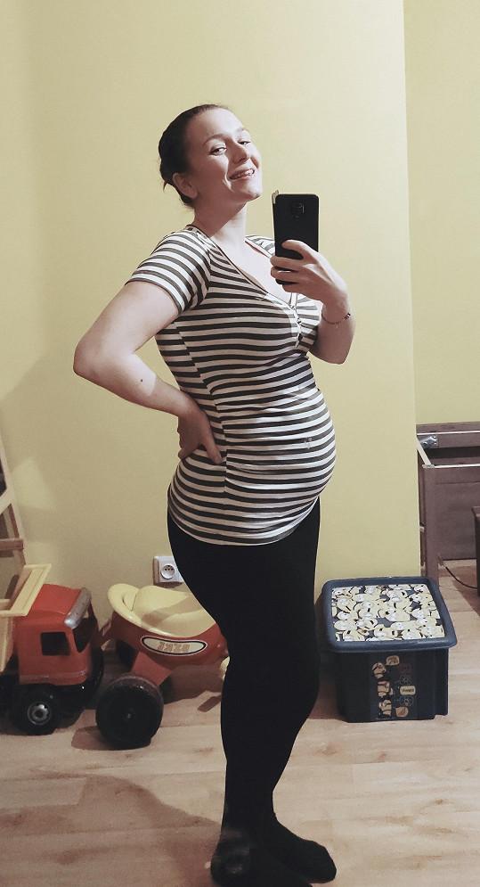 Zpěvačka Alžběta Kolečkářová je těhotná.