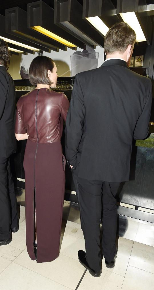 Takhle vypadaly šaty Majerovy partnerky.