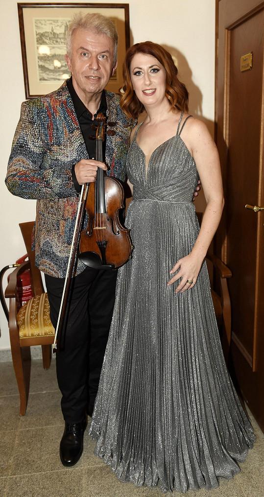 Stejně jako jeho online koncert, který proběhne 23. ledna, ho produkovala Monika Trávníčková, která je nově Svěceného manažerkou.