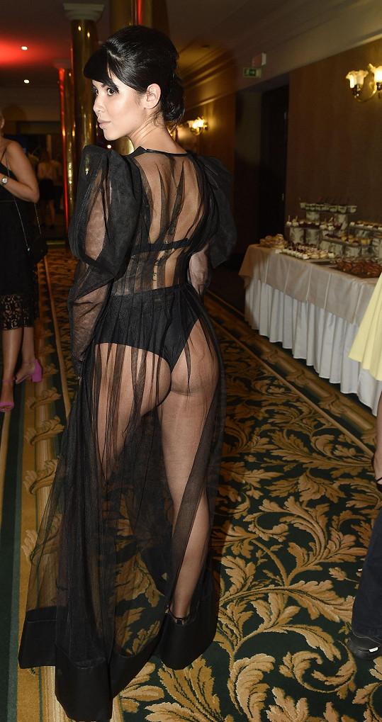 Na Playboy párty ukázala své tělo ze všech stran.