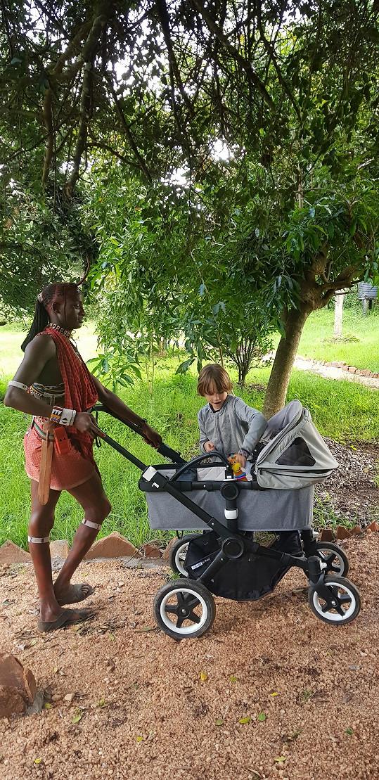 S dětmi navštěvuje pouze bezpečné oblasti.