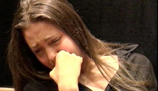 Jolie ve scénce dokonce zvládla poručit i slzám...