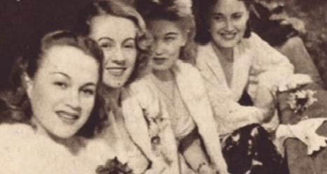 Nataša Gollová na filmovém plese s Adinou Mandlovou, Lídou Baarovou a její mladší sestrou Zorkou Janů.