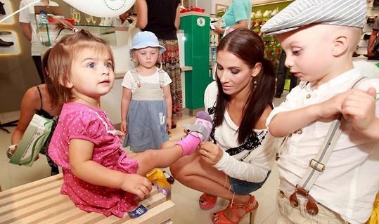Eva Decastelo s dcerou Zuzankou a děti Michaely Maurerové Madlenka a Josífek.