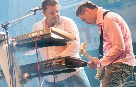 Kroky Michala Davida při koncertě