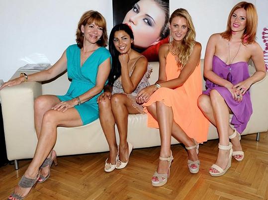 Míša, Anife, Katka a Nikol na představení nové značky kosmetiky.