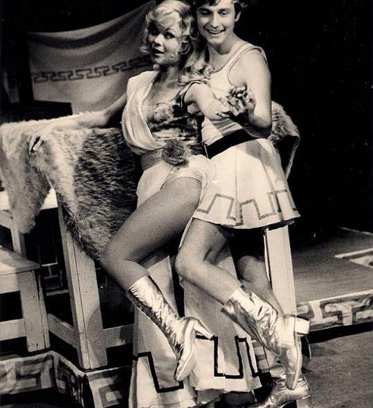 V osmdesátých letech patřila Jarmila k nejkrásnějším herečkám. Takhle svůdná byla v představení Nebe na zemi.