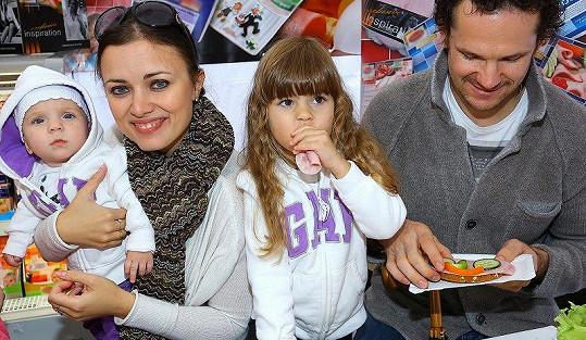 Naposledy se rodinka v kompletní sestavě objevila v Česku na veřejnosti před čtyřmi lety.
