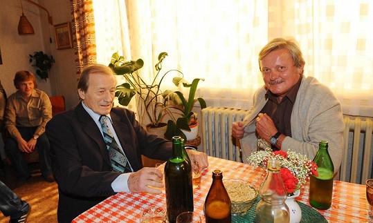 Radoslav Brzobohatý a Svatopluk Skopal si během natáčení dali nejednoho panáčka.