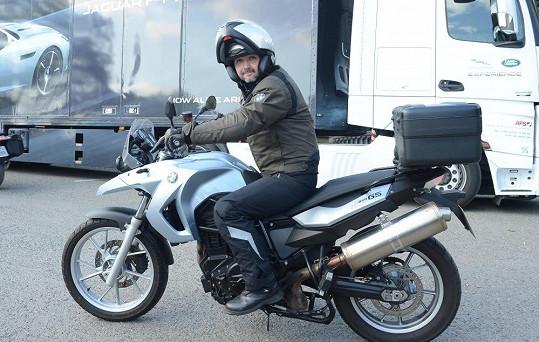 Vlasta Korec dorazil na motorce.
