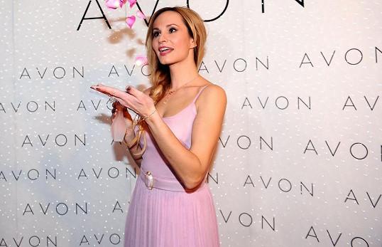 Monika je českou tváří nového parfému.