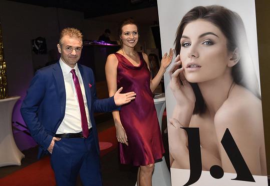 Ještě před třemi týdny na tiskové konferenci České miss rozchod popírali.