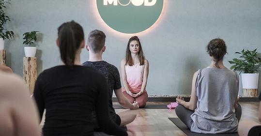 Eva si v seriálu zahrála podezíravou instruktorku jógy Ivu.