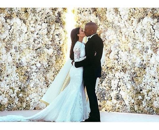 Na svatbě Kim a Kanyeho se nešetřilo.