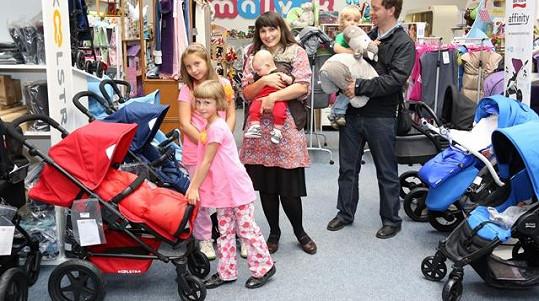Zdeňka Žádníková musela kvůli čtyřem dětem koupit nejen dětské věci, ale i nové obří auto.