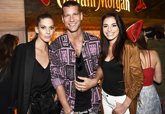 Aneta s Terezou Budkovou a Majkem Spiritem na párty.