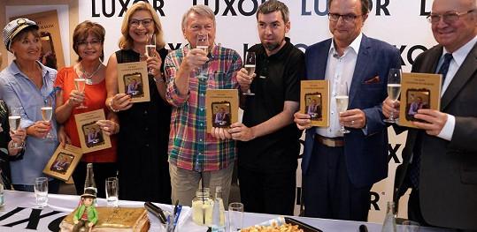 Křtila se nová kniha Na kafi s Josefem Dvořákem.
