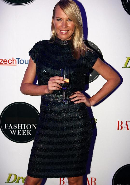 Kobzanová byla ve společnosti rodiny velmi dobře naladěná. Dianu i její budoucí švagrovou Zuzku oblékla pro tento večer návrhářka Beata Rajská.