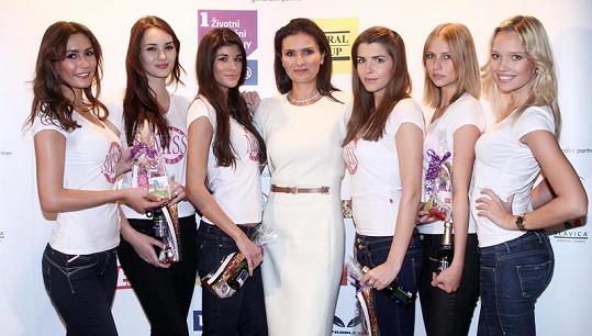 Celkem šest nejkrásnějších dívek postoupilo do semifinále, které se uskuteční na začátku prosince.