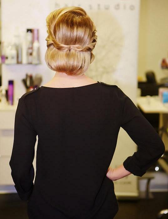 Ze své drobné výšky se nehroutí. Není prý nutné tupírovat vlasy do výšky.