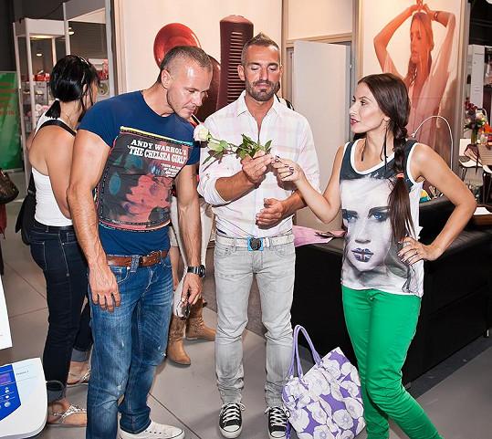 Braňo s kolegou Davidem se na mistrovství Evropy ve spa manikúře potkali s Evou Decastelo.