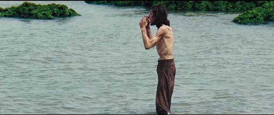 Ve filmu Silence je Adam kost a kůže.