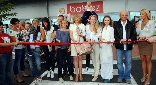 Otvíračky nového obchodu se zúčastnilo mnoho osobností.