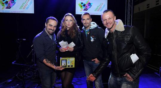 Herečka řádila s dalšími porotci na talentové soutěži.