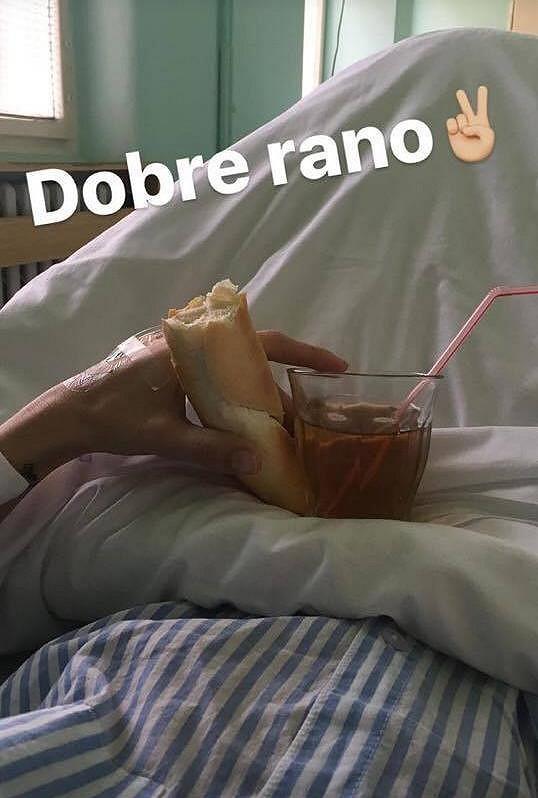 Klasická ranní snídaně v nemocnici.