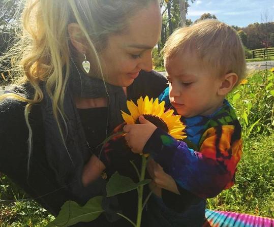 Loni se stala maminkou syna Anacy.