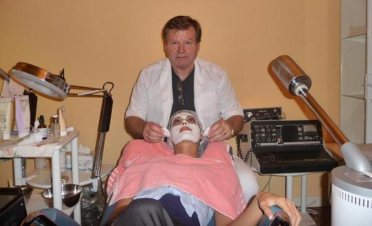 Eliška Bučková v péči finského kosmetologa.
