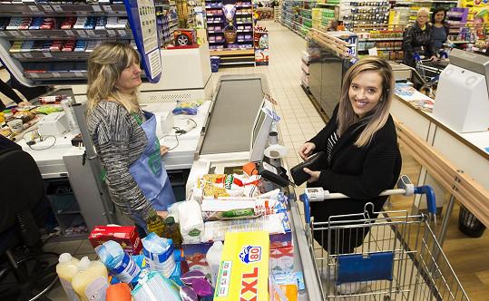 Tamara nechala za sobotní nákup v supermarketu v centru Prahy šest tisíc korun. Domů ho ale nevezla.