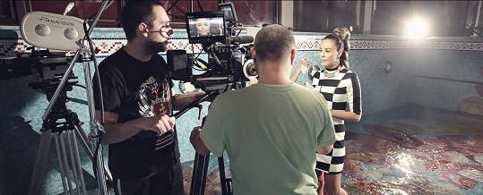 Hudební produkce a postprodukce je dílem slovenského producentského dua Martin Šrámek a Andrej Hruška z bratislavského studia Littlebeat, které stojí za mezinárodním úspěchem Celeste Buckingham.
