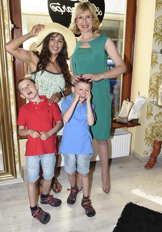 Anife se na akci potkala s kamarádkou Štěpánkou Duchkovou a jejími rozjívenými dvojčaty.