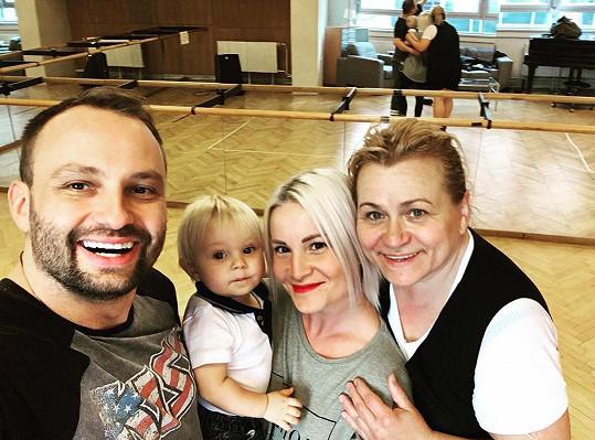 Manželka a syn Bertram Marka podpořili na tréninku.