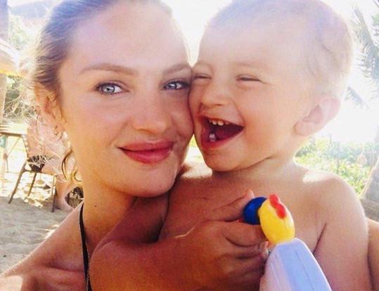 Modelka se synem Anacou
