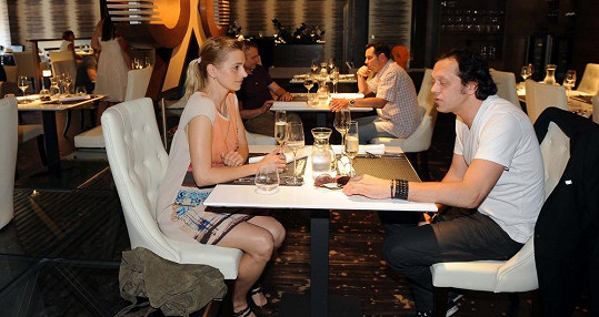 Ivana Jirešová s manželem Viktorem Dykem na otevření nové restaurace.