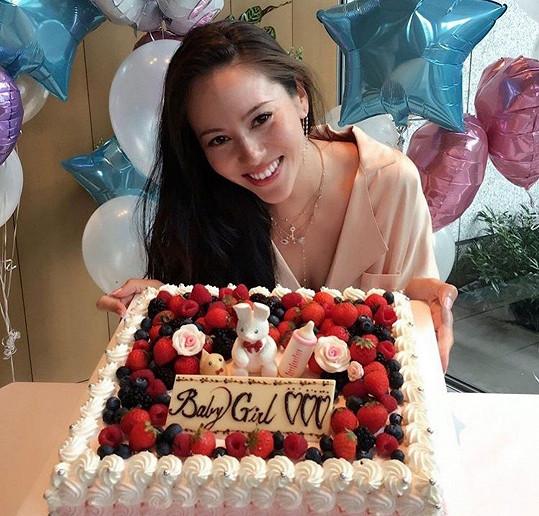 Buttonova exmanželka Jessica Michibata se těší na holčičku.
