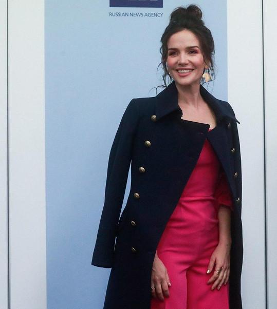 Na konferenci v Moskvě okouzlila nejen mladistvým vzhledem, ale i perfektní figurou.