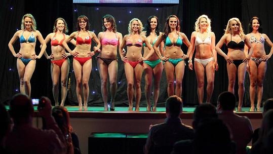 Tahle vysportovaná těla jsou inspirací pro Evu Decastelo, která finále moderovala.