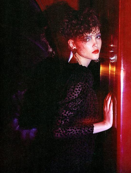 Na fotkách Lukáše Kimličky působí nevinná kráska jako z obrazů Sandra Botticelliho.