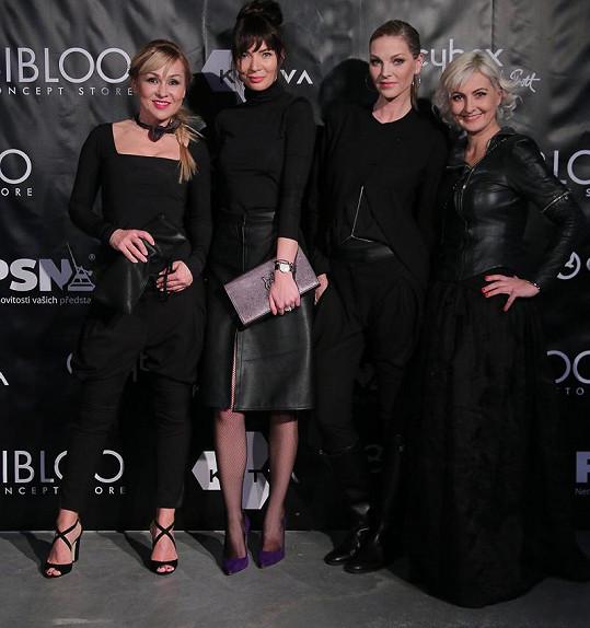 Bára do svých modelů oblékla kamarádky.