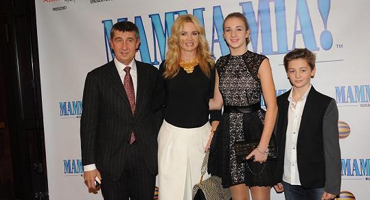 Andrej Babiš s přítelkyní Monikou a jejich dětmi